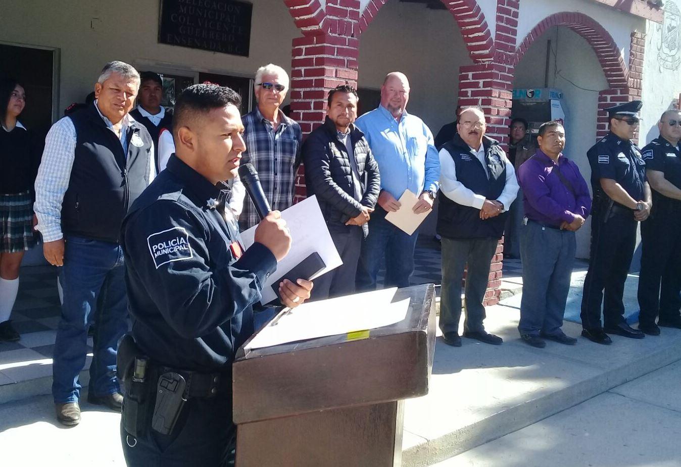 Gobierno Municipal y comunidad de Vicente Guerrero condecoran a Policía Municipal